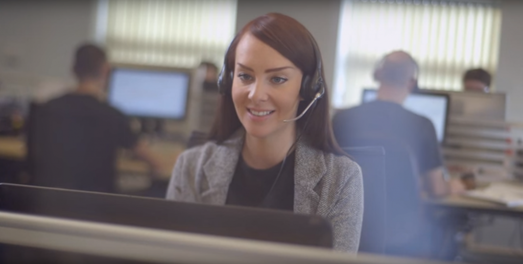 Providing proactive customer service with live chat